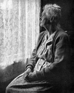 Elderly_Woman_,_B&W_image_by_Chalmers_Butterfield. Wikipedia